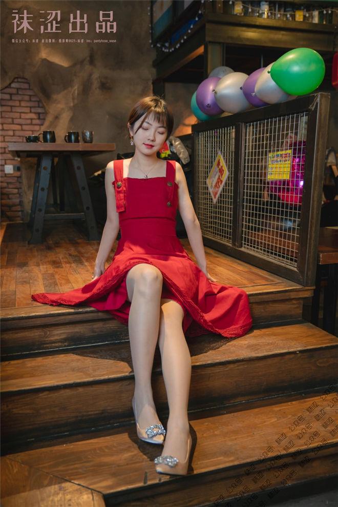 袜涩写真-VOL.057暖暖红色长裙[/155MB]