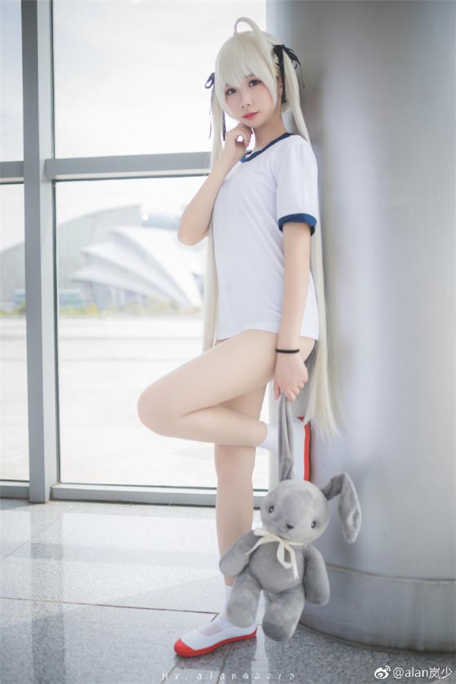 妹子图:@雪琪SAMA,cos小姐姐经典的穹妹体操服!