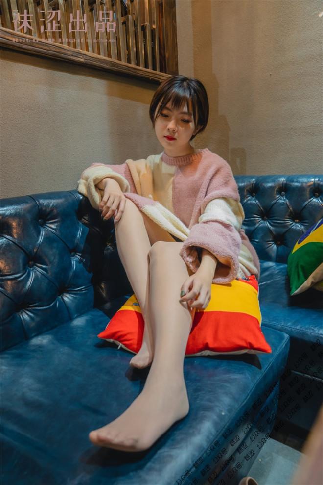 袜涩写真-VOL.048暖暖的大毛衣[/709MB]