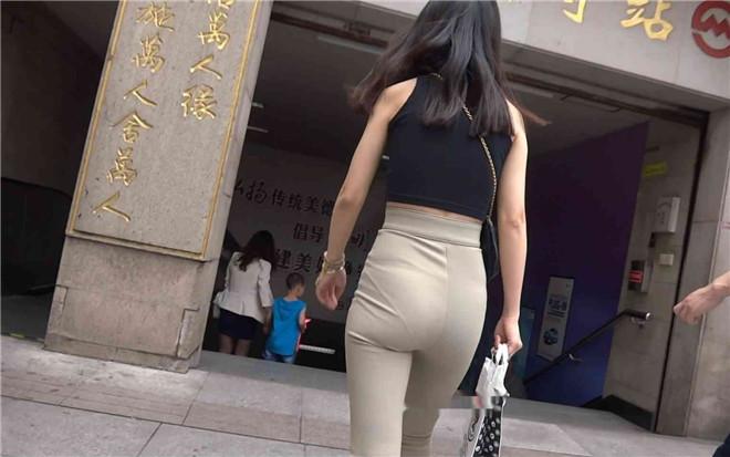 跟拍坐地铁的黄裤饱满圆臀少妇[/652M]