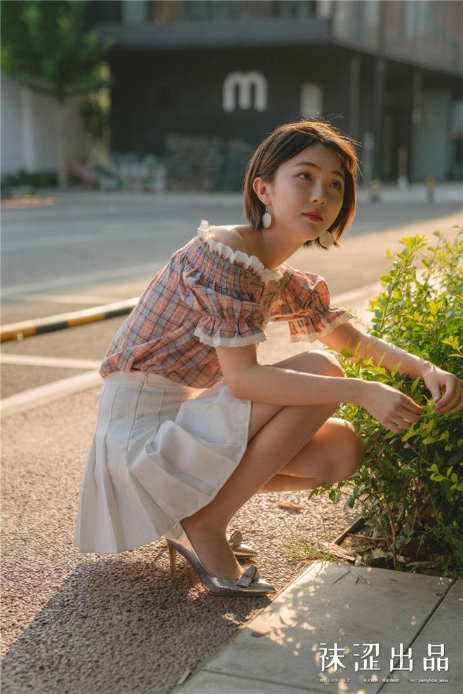 袜涩写真-VOL.073暖暖田园风百褶裙[/239MB]