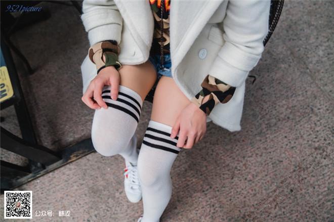 袜涩写真-VOL.022雪梨肉丝搭白色过期袜[/1.48G]