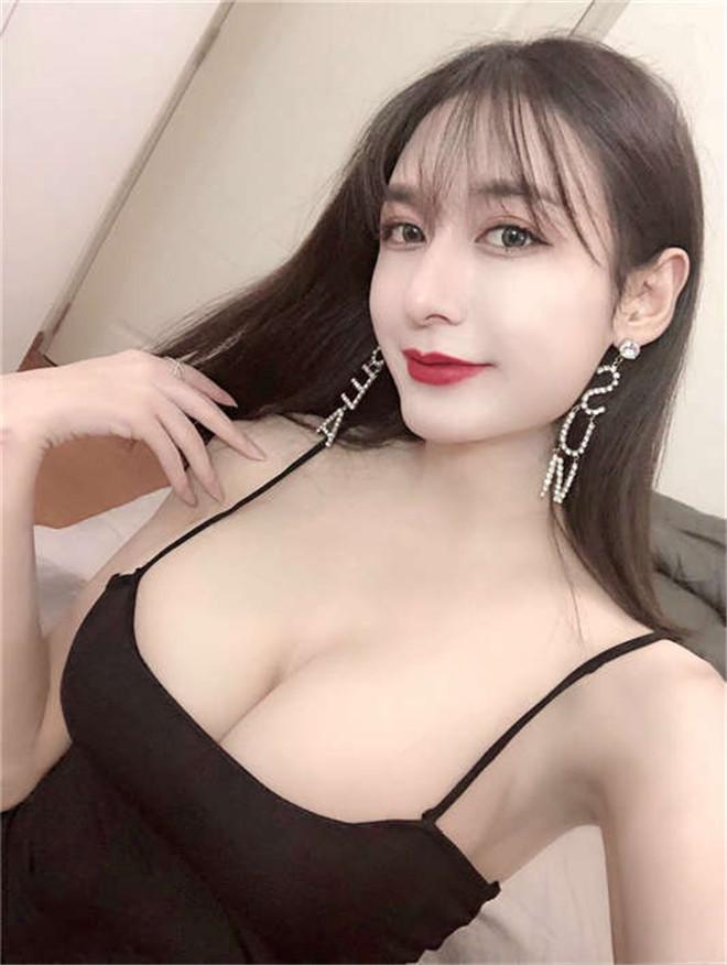 推特女神李佳琪大尺度福利视图[/149MB]