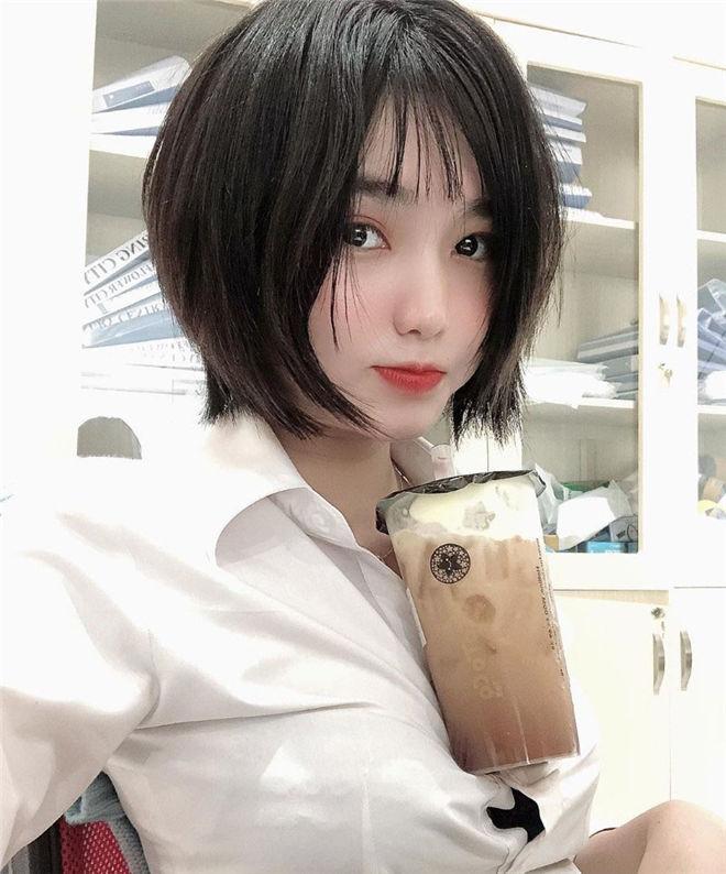 妹子图:巨乳越南妹Unteriies,绷开乳型可以放奶茶!