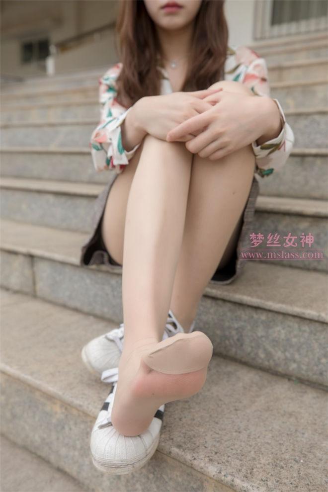 MSLASS梦丝女神-魏婷婷宿楼丝袜玉足女神[/995MB]