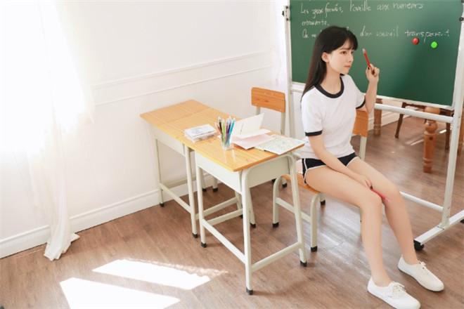 妹子图:@赵小臭,你的臭臭学妹已上线!