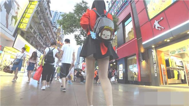 街拍白色高跟肉色丝袜黑色超短裙性感美腿美眉[/1.27G]