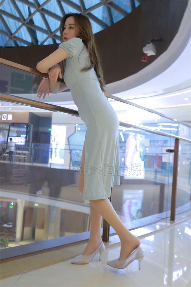 SiHua思话-SH132COCO小迪丽热巴商场露美足[/36MB]