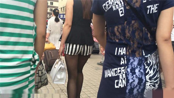 黑丝斑马纹热裤长发丰满少妇[/82MB]