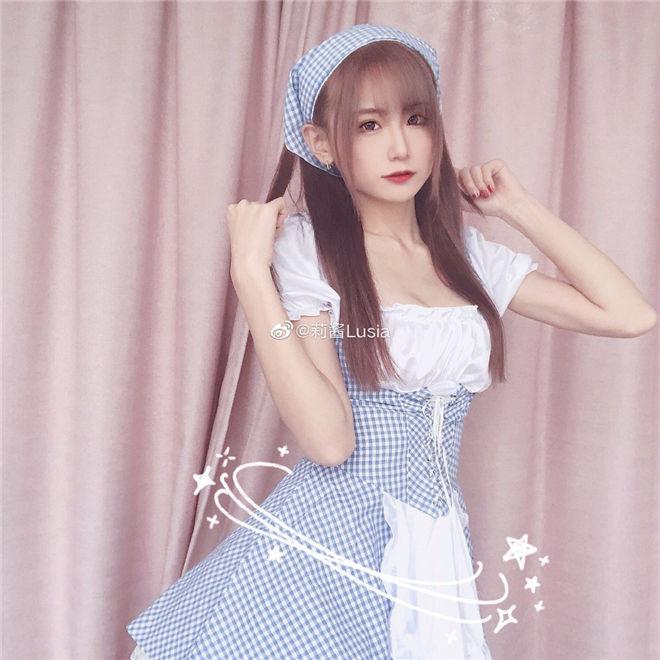 妹子图:莉酱Lusia,长像日系风性感小女生!