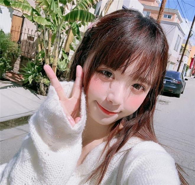 妹子图:可爱童颜妹박민정 ,嘟嘴自拍美RU呼之欲出!