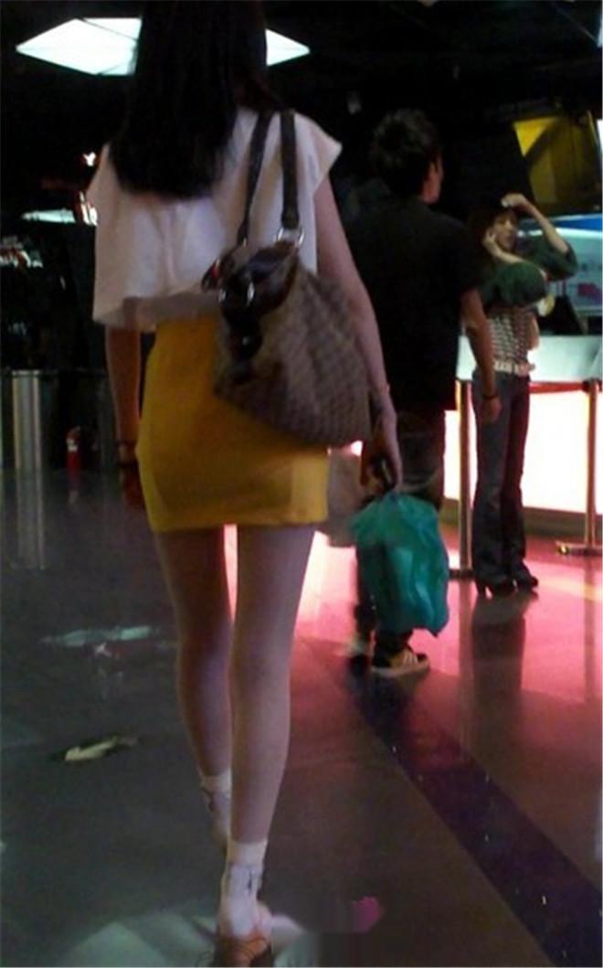 黄色短裙肉丝袜清秀无比,真漂亮[/138M]