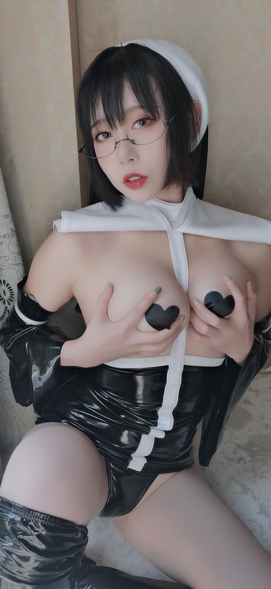奈汐酱 – 修女 [/75MB]