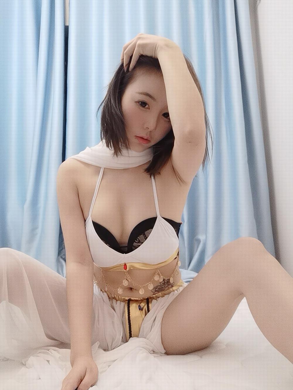 斗鱼主播小八 – 白纱裙 [/226MB]