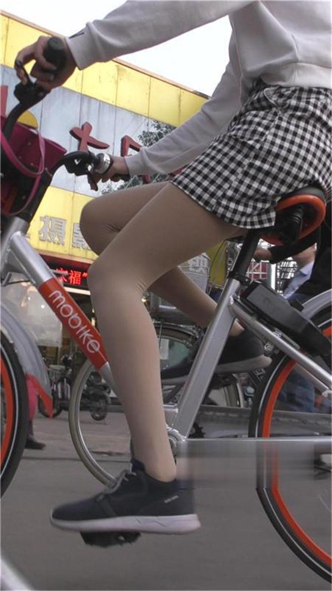单车上的肉丝美女[/421M]
