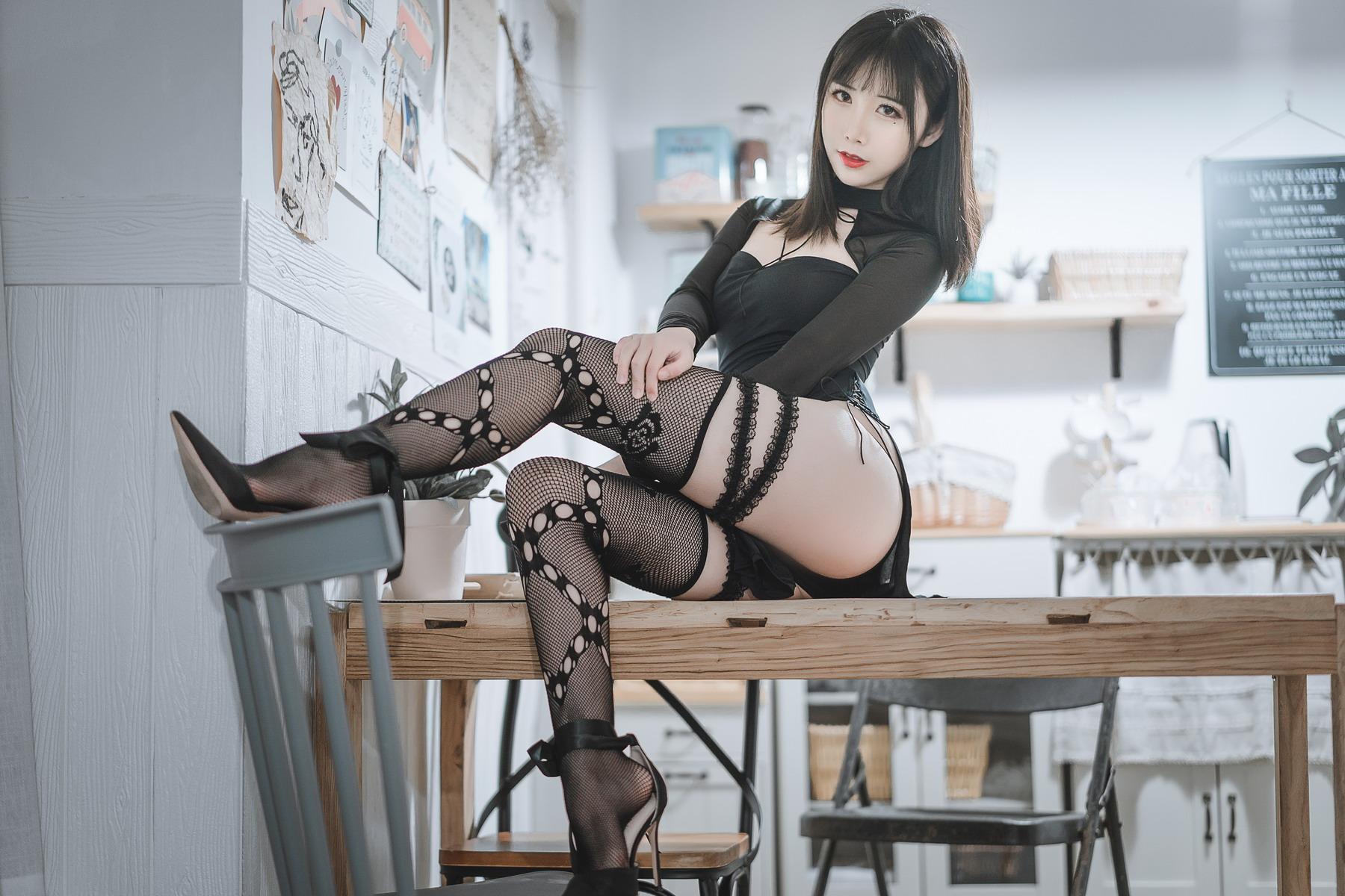 可爱人气Coser面饼仙儿 – 黑蛇袜[/578MB]