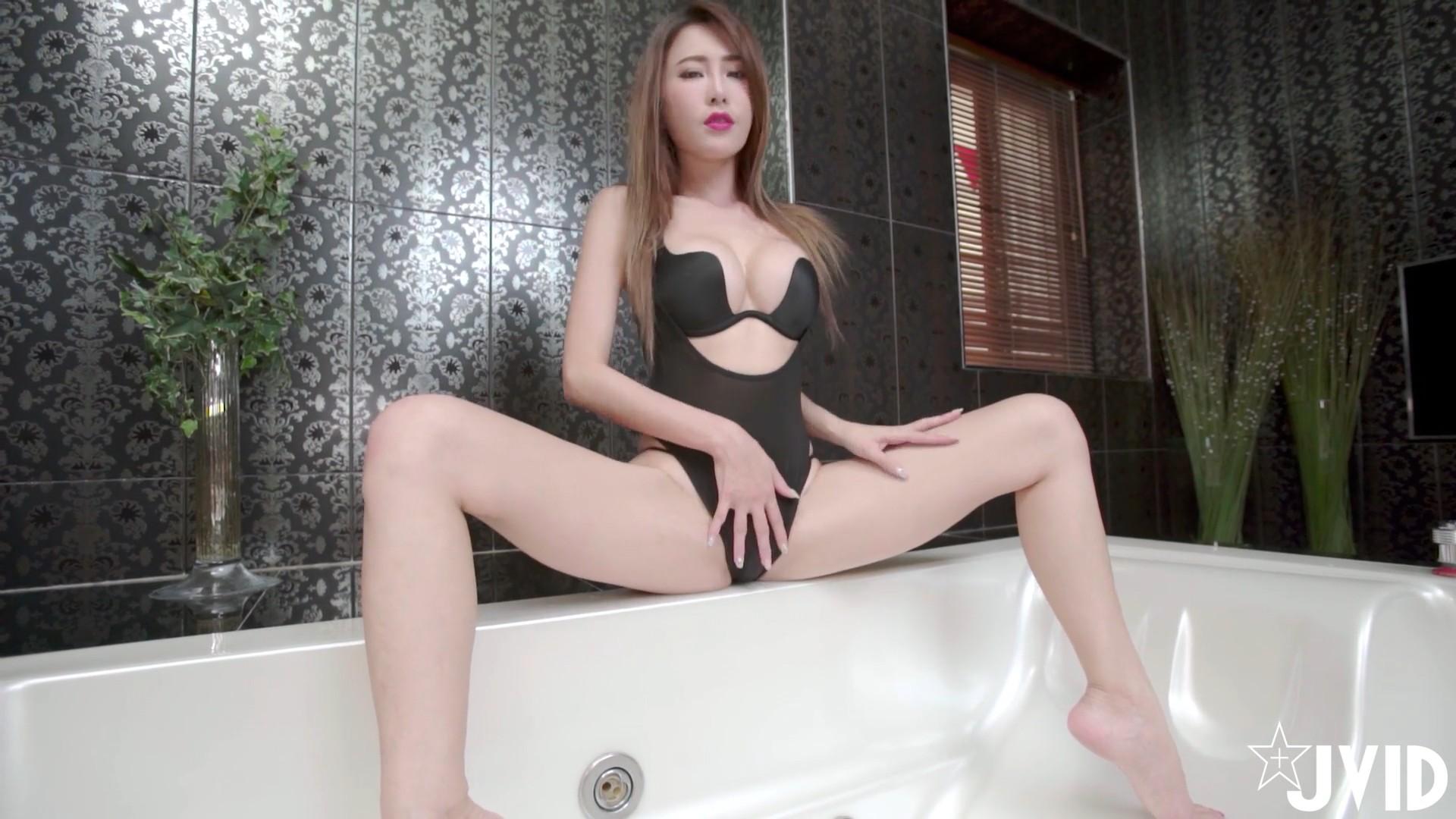 [JVID视频]軍官的私密時光! 艾比浴缸解放誘惑胴體![1V/202MB]
