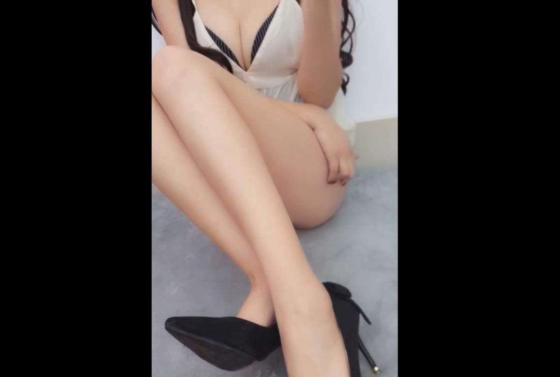 骚姐姐赫连SAMA性感高跟粉色 紫薇 COS视频-第1张