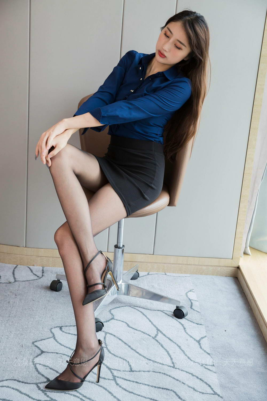 IESS异思趣向 – 模特:夏夏《长腿配黑丝》[/155MB]