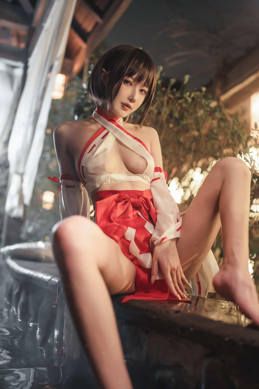 动漫博主阿包也是兔娘 – 温泉巫女 [/374MB]