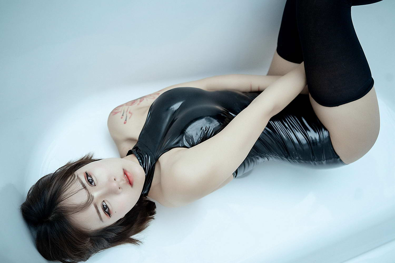 汐 NO.003 – 黑色皮泳装[/32MB]