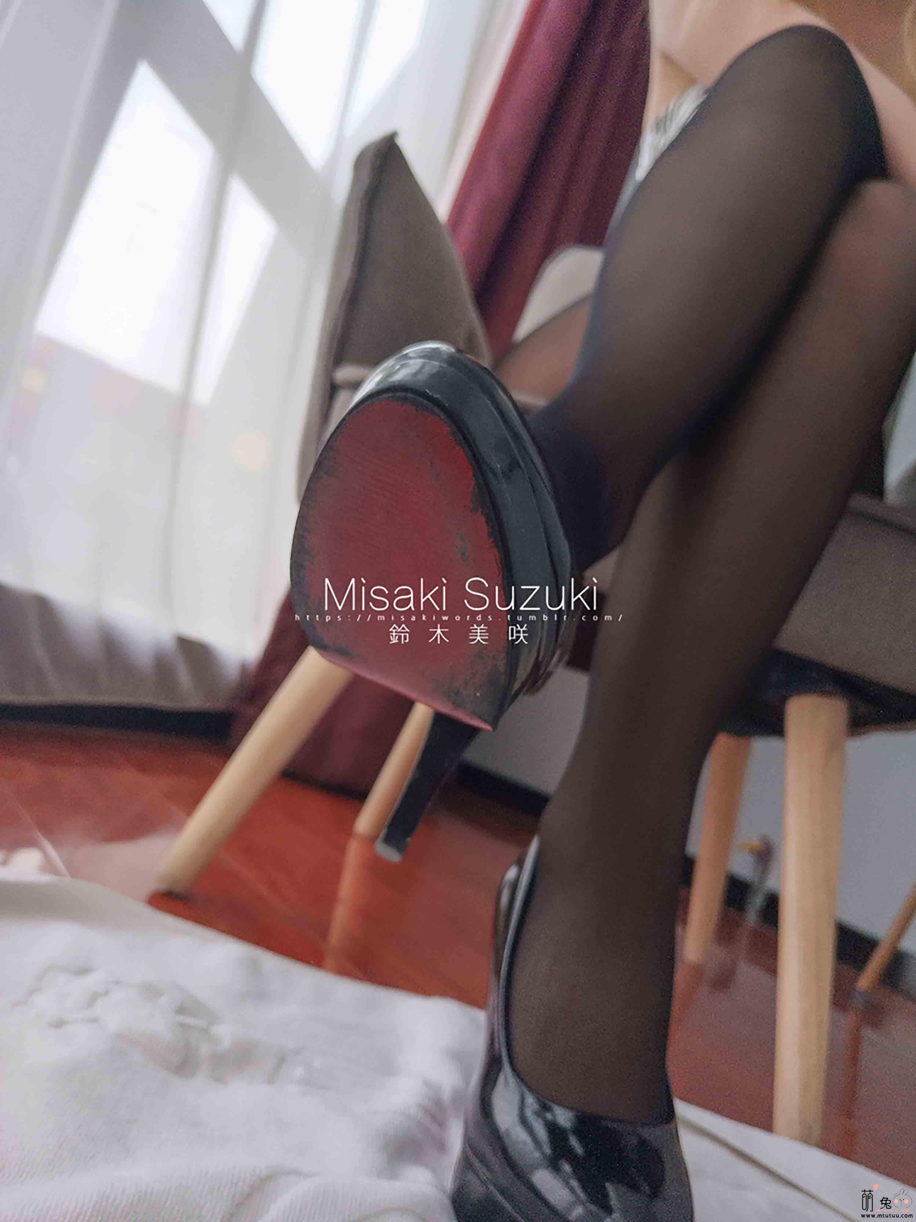 铃木美咲(Misaki Suzuki)软软趴在床单上-女上司(25P 25.9M)