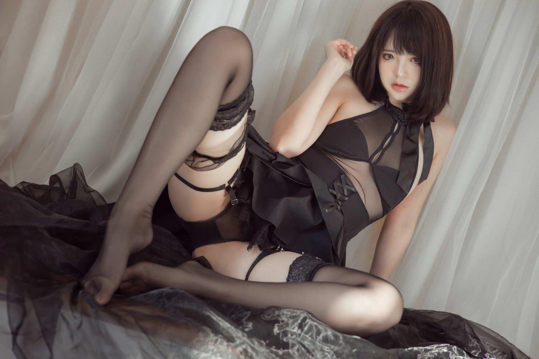 [疯猫ss] 民宿黑裙 [/919MB]